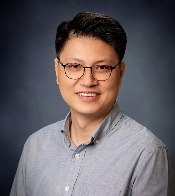 Portrait of Un Lee
